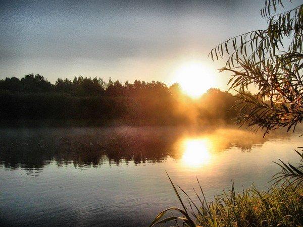 река, закат