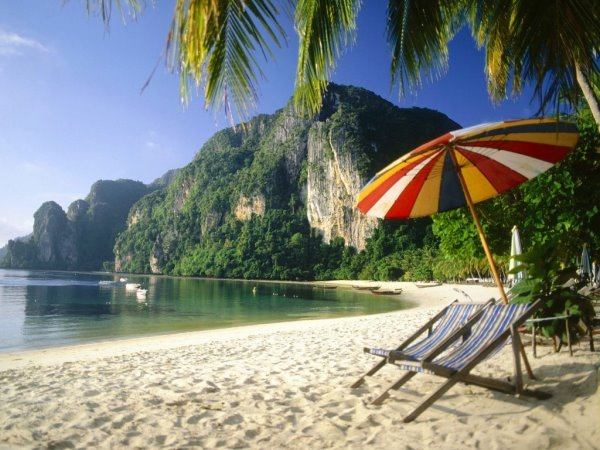 Представьте себя на пляже, на берегу моря
